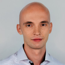 A portrait photo of Maciej.